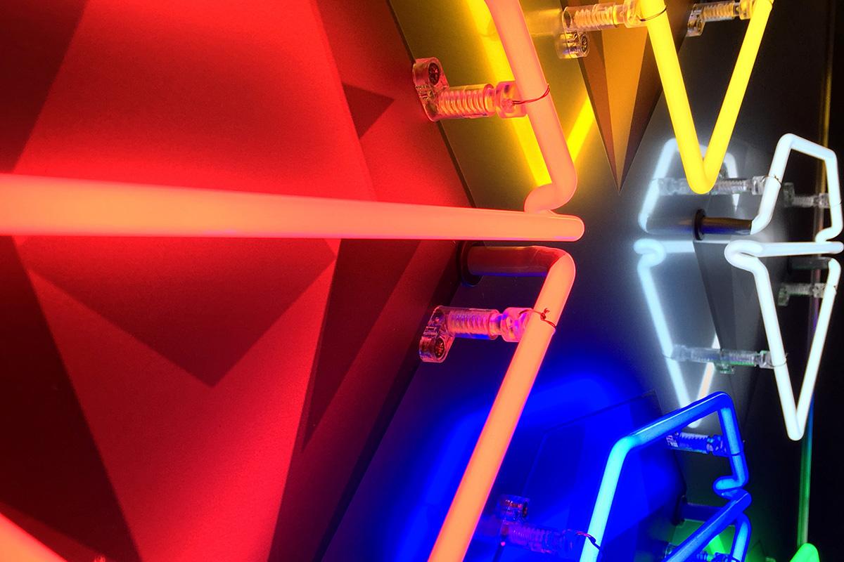 Louis Sidoli: Neon Artist